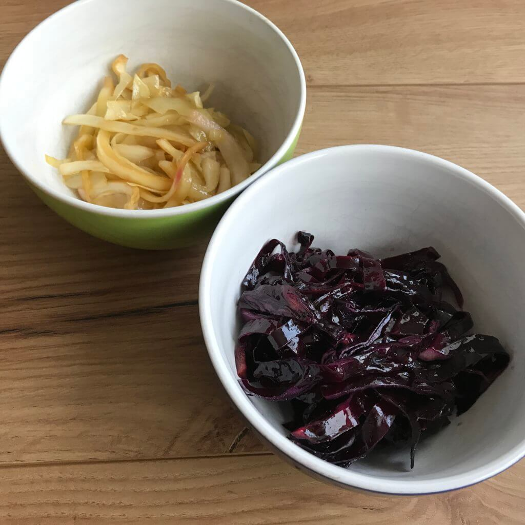 Krautsalat selbstgemacht, rot und weiß